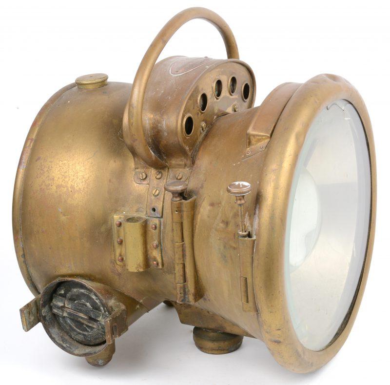 Een antieke messingen acetyleenlamp. Gemonteerd op elektriciteit.
