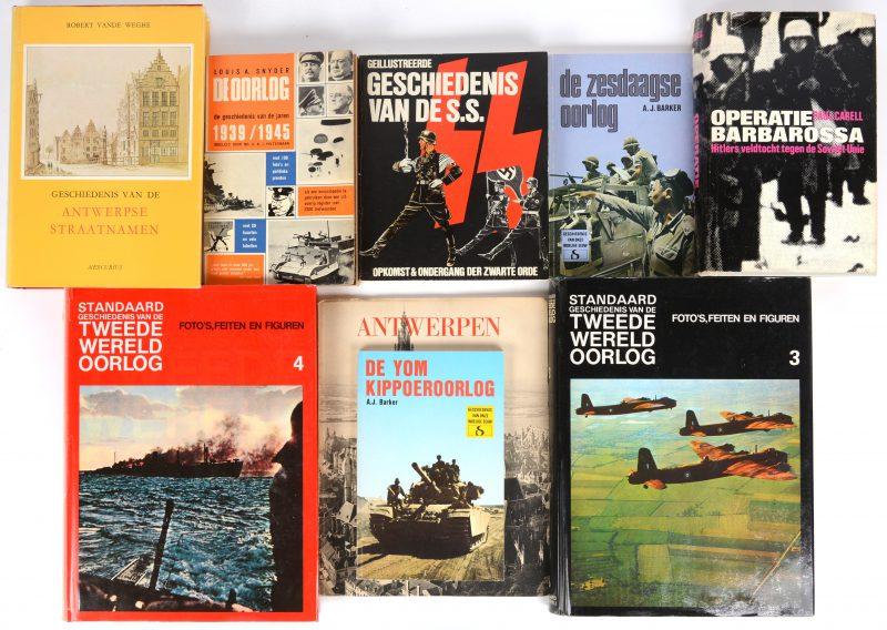 """Een lot van negen boeken:- """"De zesdaagse oorlog"""". A.J. Barker. Ed. Standaard uitgeverij, 1977.- """"De Yom Kippoeroorlog"""". A.J. Barker. Ed. Standaard uitgeverij, 1978.- """"Antwerpen"""". Ed. Charles Dessart. - """"Geschiedenis van de Antwerpse straatnamen"""". Ed. Mercurius. Antwerpen, 1977.- """"Operatie Barbarossa"""". Paul Carell. Ed. West-Friesland. 1963.- """"Geïllustreerde geschiedenis van de SS"""".  - """"De oorlog 1939/1945"""". Koninklijke uitgeverij Erven. 1960.- """"Standaard geschiedenis van de Tweede Wereldoorlog"""" Delen 3 & 4. 1978."""