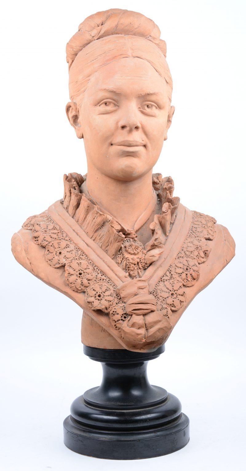 """""""Buste van een jonge vrouw"""". Terracotta. Gesigneerd en gedateerd 1885. Op houten sokkel."""