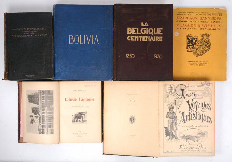 "Een lot van zes oude boeken:- ""L'Inde Tamoule"". Pierre Suau. H. Oudin, Paris. Begin XXe eeuw.- Nouvelle encyclopédie d'Enseignement Moderne"" Tome I. A. Quillet. Parijs, 1922. - ""Vlaggen en wimpels. Aandenken van ""Oud-Vlaenderen"""". René de Cramer. Tweetalige uitgave naar aanleiding van de Wereldtentoonstelling te Gent in 1913.- ""Les Voyages Artistiques - Rome"". Ed. Tolra. Parijs, 1898. - ""La Belgique Centenaire"". Les ed11:13:24ions Nationales. Brussel, 1930.- ""Bolivia - A Central higway of South America, ..."" Ed. George Barrie & Sons. Philadelphia, 1907."