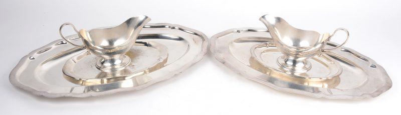 Een lot verzilverd metaal, bestaande uit twee geäccoleerde ovale schotels, twee kleine schoteltjes en twee sauskommen.
