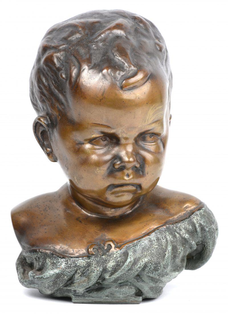 Een bronzen kinderbuste naar een werk van Jean-Baptiste Carpeaux.