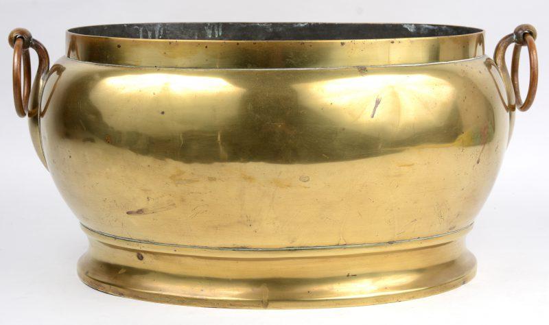 Een messingen koelvat, vroeg XIXe eeuw.