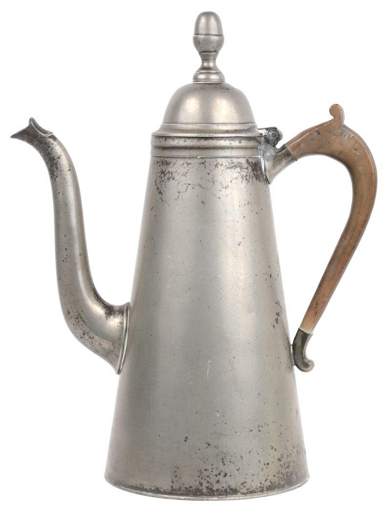 Een tinnen koffiepot. Mechelen, omstreeks 1850.