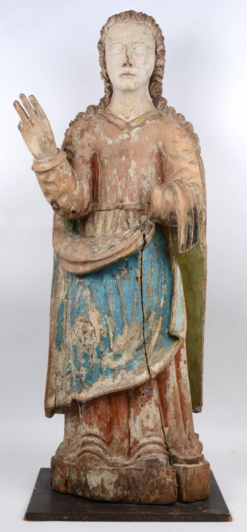 Een gepolychromeerd houten heiligenbeeld. hand en vinger manco. Mogelijk XVIe eeuw.