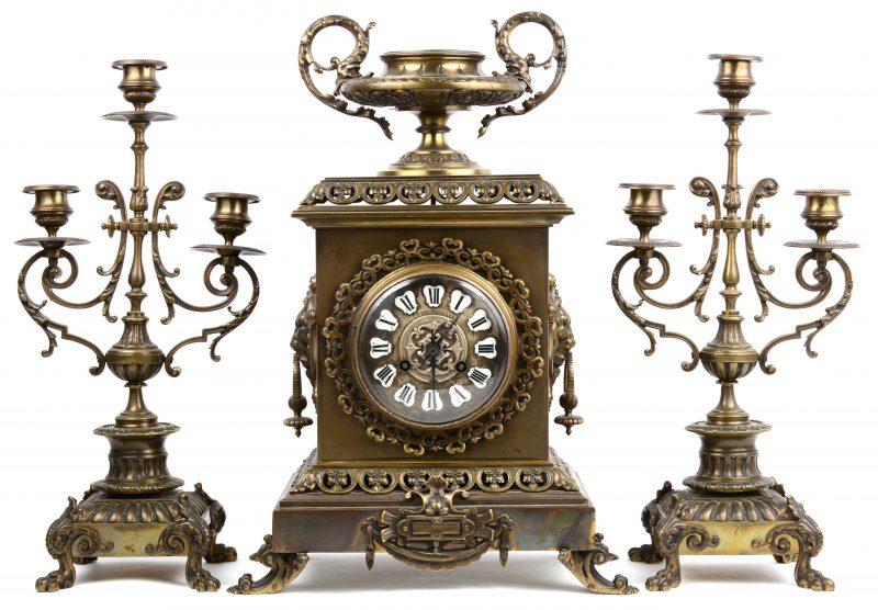 Driedelig klokstel van brons in eclectische stijl. Gemerkt : Cie des Bronzes.