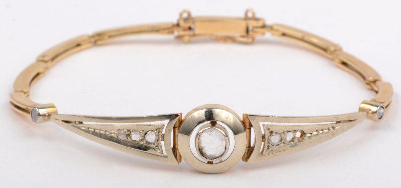 Een 18 K geelgouden armband bezet met diamanten oude slijp met een gezamenlijk gewicht van +- 0,30 ct. (één steentje ontbreekt).
