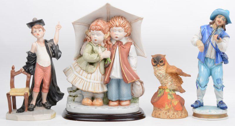 Een lot biscuit en porselein, bestaande uit twee kindjes onder paraplu, een student, een violist en een uil. Italië, Spanje & Engeland.