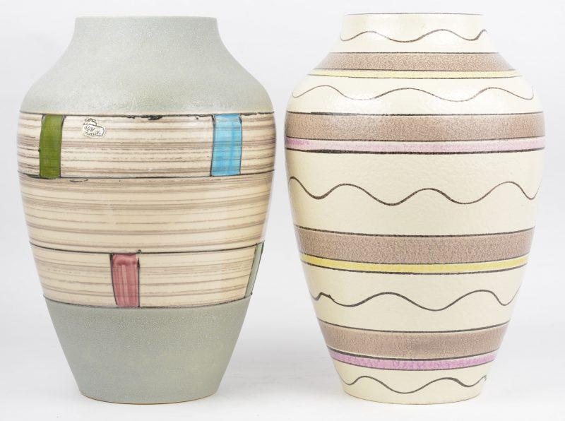 Twee vintage vazen van geglazuurd Duits aardewerk.