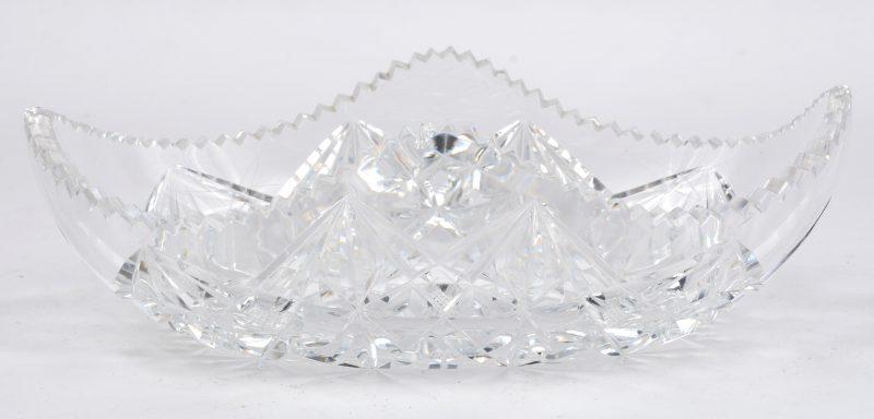 Een schaaltje van geslepen kleurloos Boheems kristal.