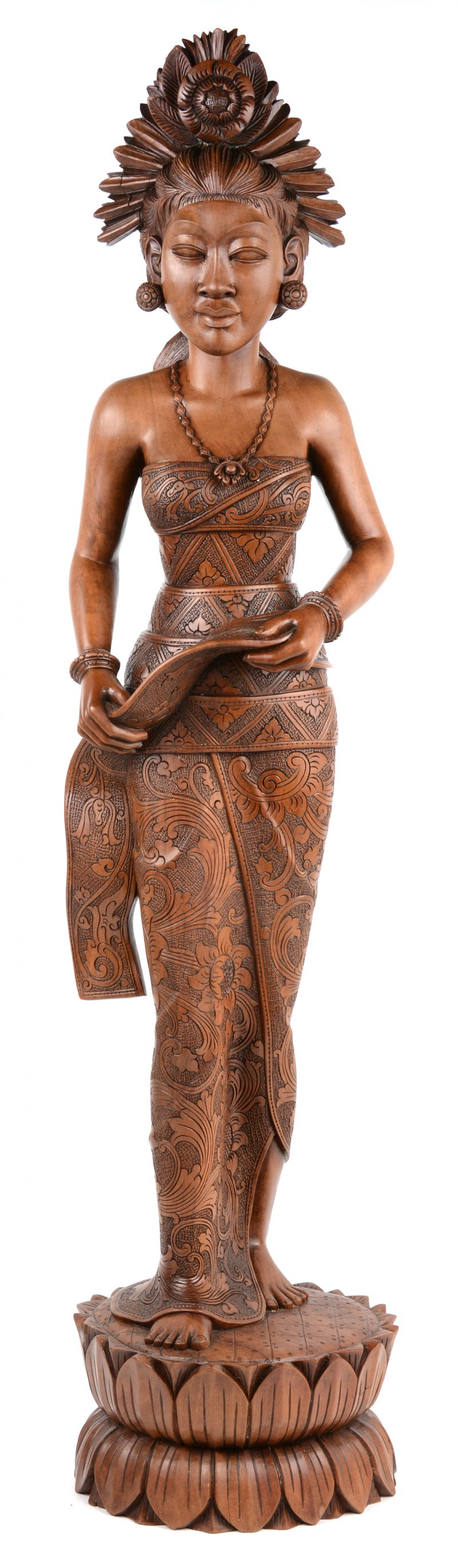 Een gesculpteerd Balinees houten beeld.