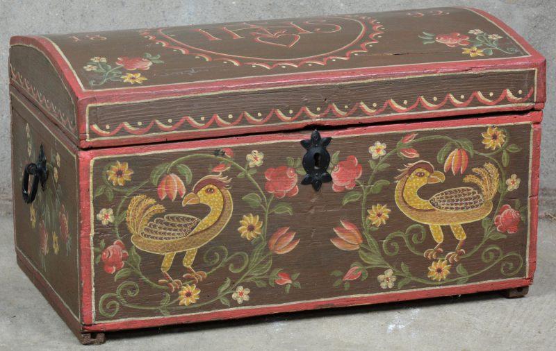 Een geschilderd grenenhouten koffertje met Christelijk motief.