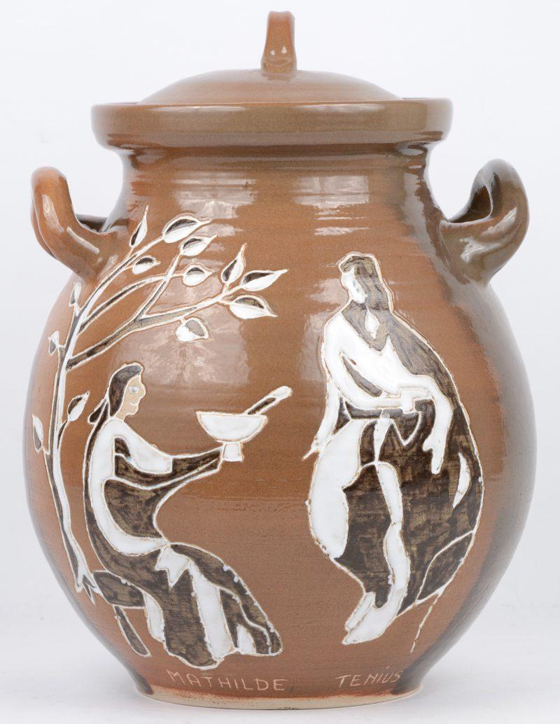 Een rumtopf van bruingeglazuurd aardewerk. Barvaux.