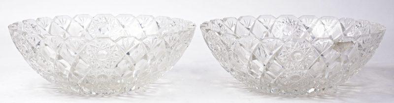 Een paar coupes van geslepen kleurloos Russisch kristal.