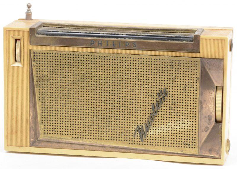 Een kunststof radio. Model Nicolette, 1961.