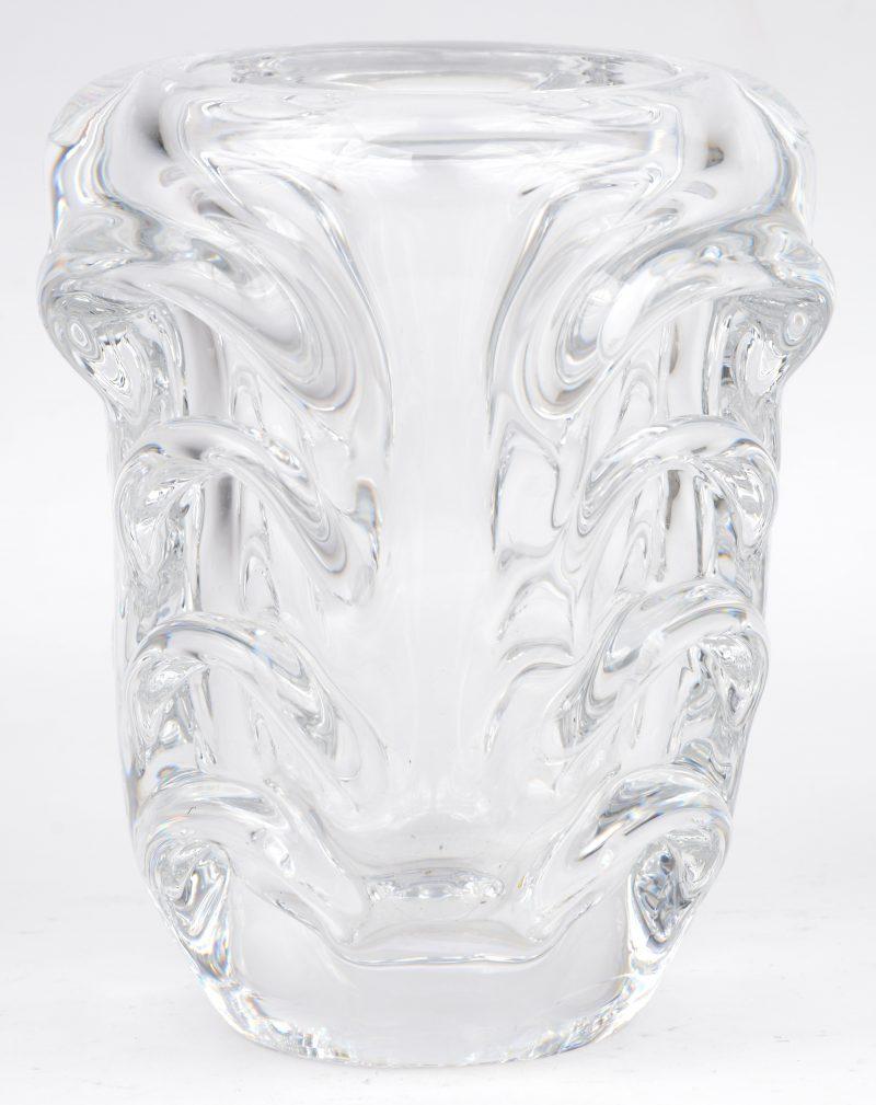 Een kleurloze kristallen vaas. gemerkt.