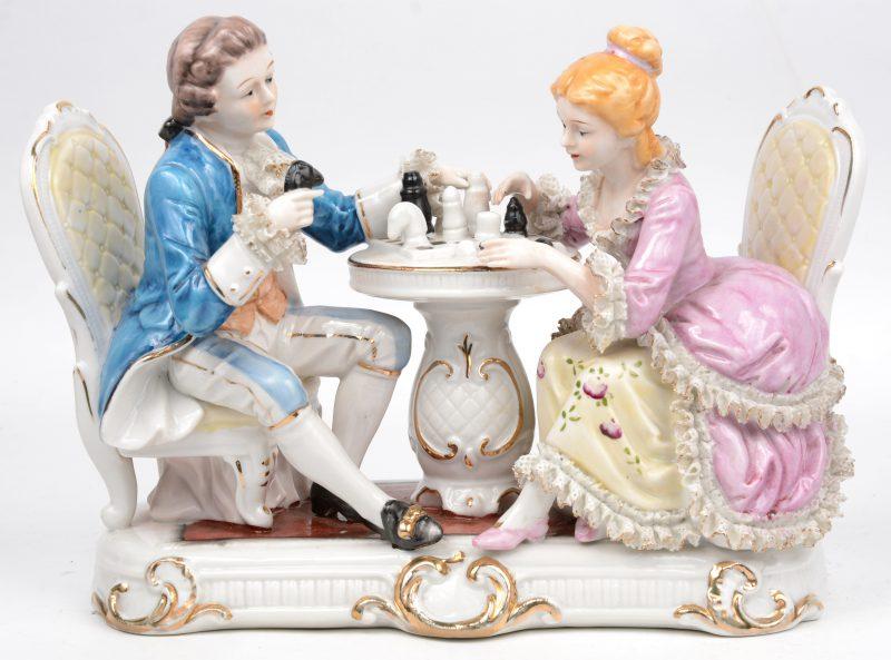 """""""Het schaakspel"""". Een meerkleurig porseleinen groepje. Gemerkt. 'K.K.'"""