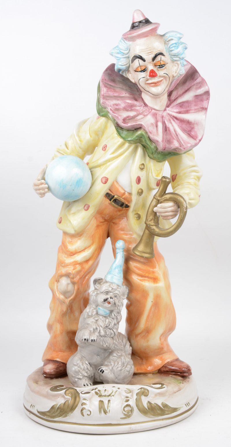 """""""Clown met poedel"""". Een groep van meerkleurig Italiaans aardewerk. Onderaan gemerkt."""
