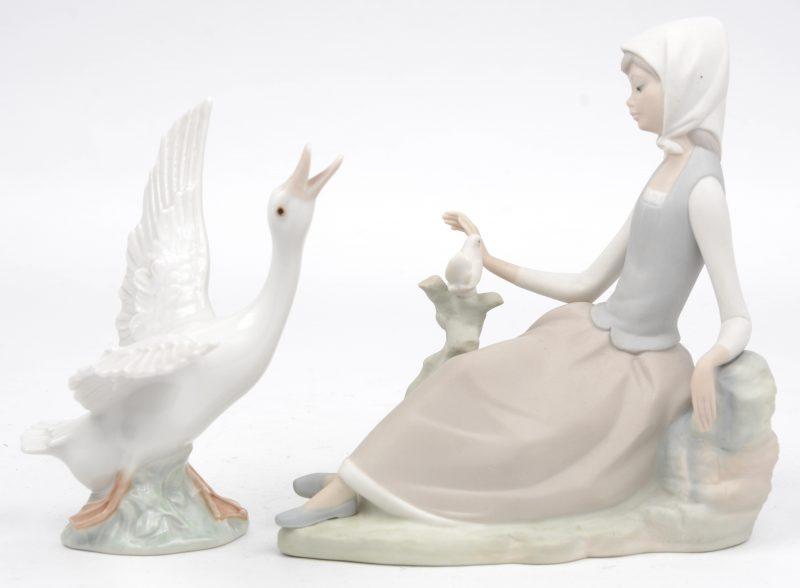 """""""Gans"""" & """"Jonge vrouw met duif"""". Twee Spaanse groepjes, waarbij één van porselein en één van biscuit. Beide gemerkt onderaan."""