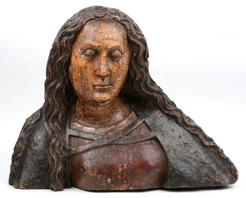 Een buste van de apostel Johannes, met oorspronkelijke polychromie. Omstreeks 1700.