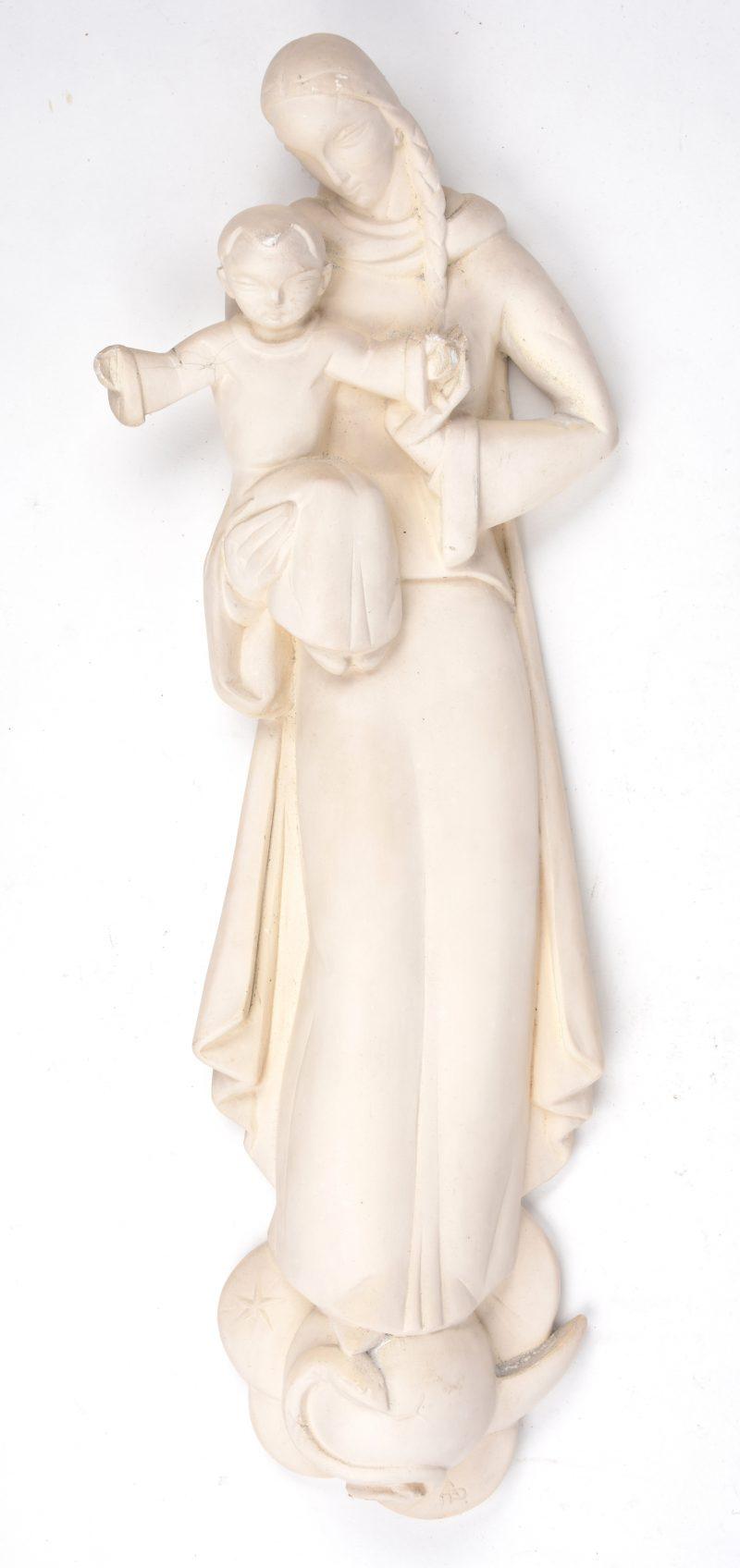 """""""Madonna met kind"""". Een plaasteren wandbeeldje. Gemonogrameerd."""