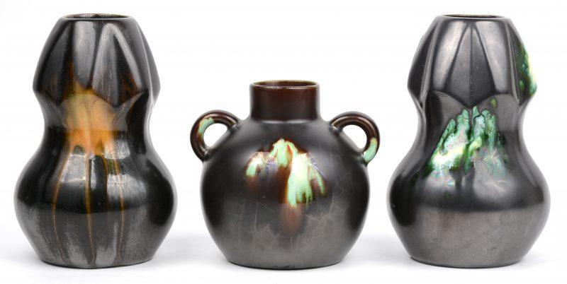 Drie vaasjes van Belgisch aardewerk (onderaan gemerkt).