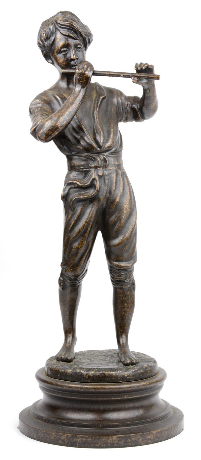"""""""Jonge fluitspeler"""". Een bronzen beeld. Onleesbaar gesigneerd."""