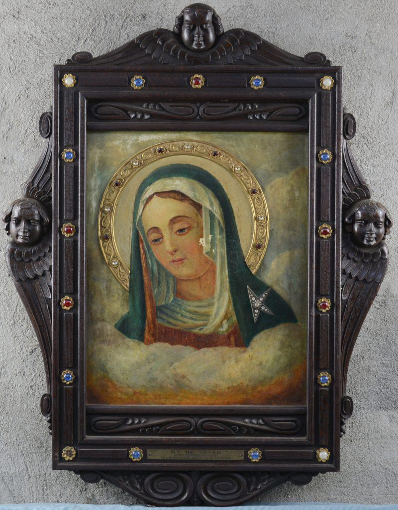 """""""Notre Dame de Grace"""". Een olievefrschilderij op paneel in gesculpteerd eikenhouten kader met engelenkopjes. Omstreeks 1900."""