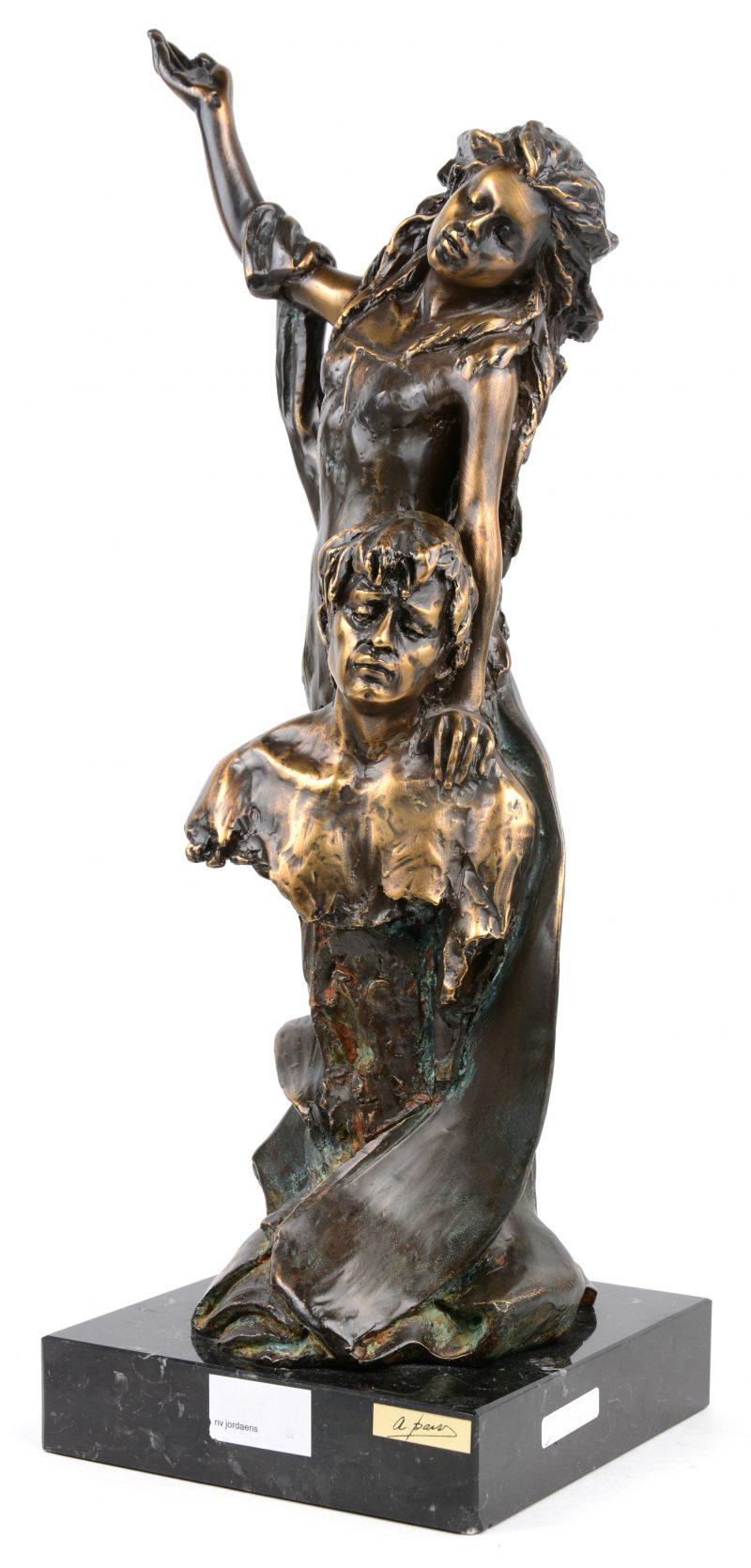 Een modern bronzen beeld. Italiaans werk. Gesigneerd.